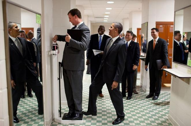 obama-and-staff-member-1